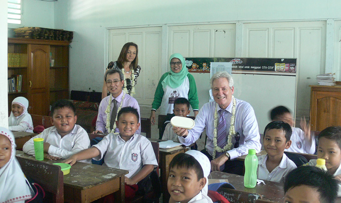 With students, the class teacher, the representative of the Indonesian office of KOICA Mr Sungho Choi (Korea International Cooperation Agency) who is funding the Green School Action Project, and Professor Hubert Gijzen, Director and Representative of UNESCO Office Jakarta.
